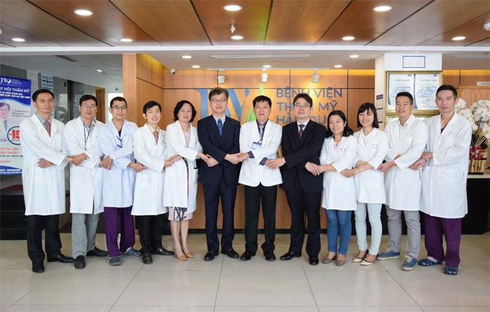 Đội ngũ bác sĩ thẩm mỹ Hàn Việt tại Bệnh viện thẩm mỹ JW