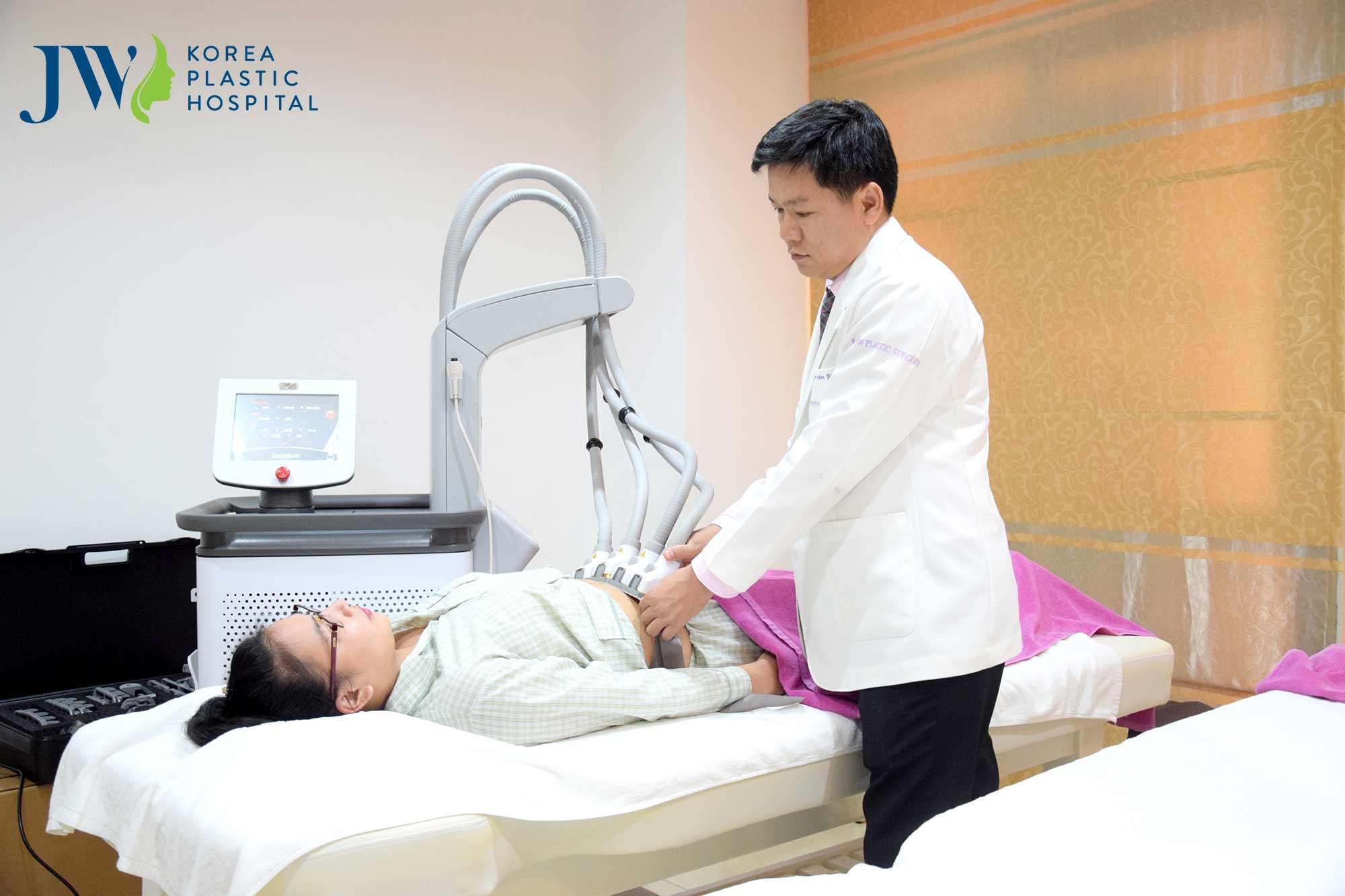 Công nghệ laser lipo an toàn và hiện đại cho khách hàng thực hiện