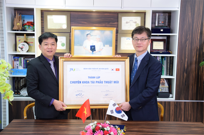 Hai bác sĩ hai nước đại diện cho 1 thương hiệu JW thống nhất quyết định thành lập Chuyên khoa Tái phẫu thuật mũi tại Việt Nam