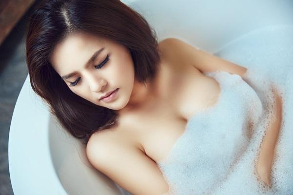 nâng ngực túi demi có nguy hiểm không?