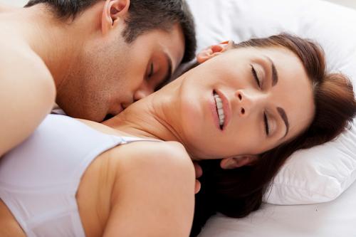 quan hệ vợ chồng thêm thăng hoa nếu nâng ngực chất lương