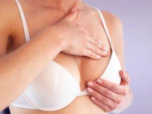 Massage ngực sau khi phẫu thuật nâng ngực giúp đẹp tự nhiên và săn chắc.