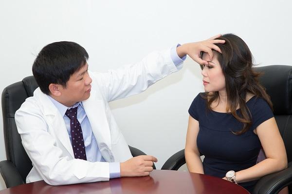 Trước khi phẫu thuật cắt mí mắt bác sĩ phải xác định được vị trí và tỷ lệ cần cắt là bao nhiêu