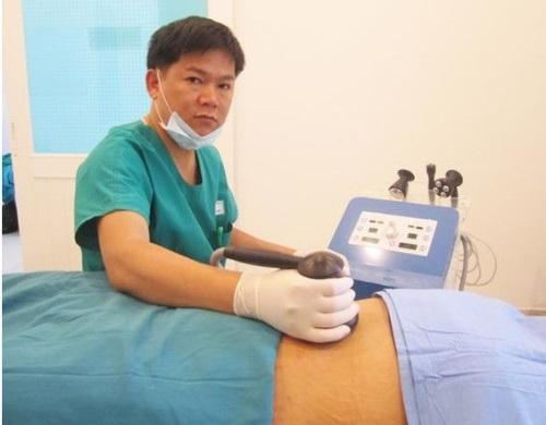 TS. BS. Nguyễn Phan Tú Dung trực tiếp điều trị mỡ thừa cho bệnh nhân