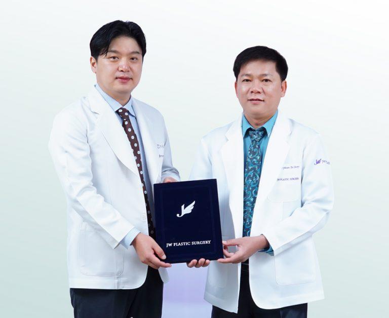 TS. BS. Hong Lim Choi trực tiếp về Việt Nam chuyển giao công nghệ cắt mí mắt Hàn Quốc cho JW