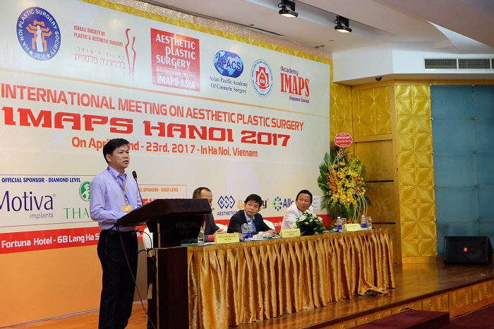 TS. BS. Nguyễn Phan Tú Dung là người đã có hơn 1000 ca phẫu thuật hàm mặt, được mời tham dự nhiều Hội thảo lớn trong và ngoài nước
