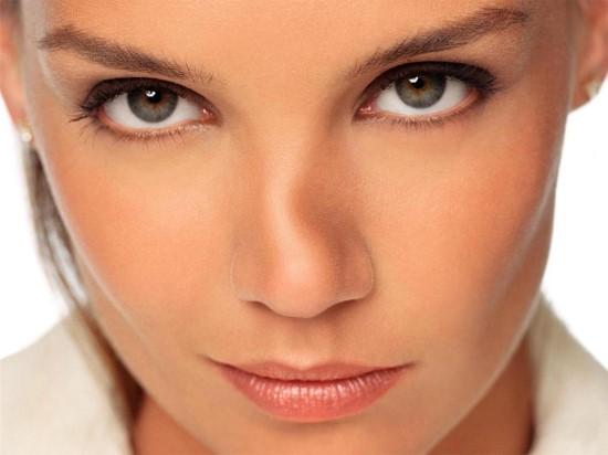 Trước đây, phương pháp nhân mũi toàn bộ bằng sụn nhân tạo tiềm ẩn nhiều nguy cơ có hại lâu dài.