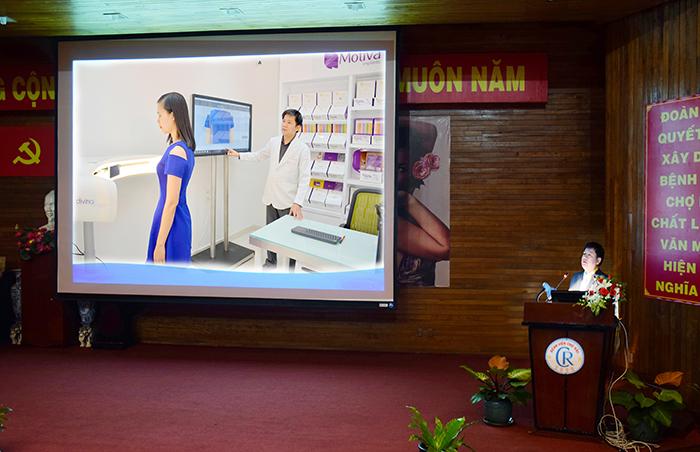 TS. BS Nguyễn Phan Tú Dung báo cáo ngực taij hội thảo thẩm mỹ diễn ra tại Bệnh viện Chợ Rẫy