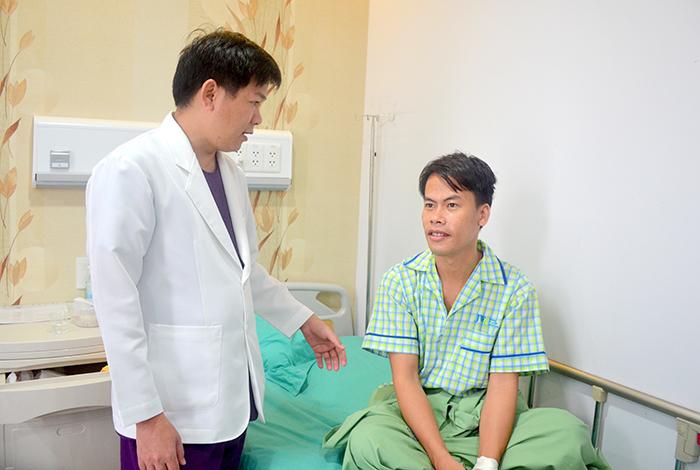 TS. BS Nguyễn Phan Tú Dung nhận đị phẫu thuật gọt mặt V line có đau không
