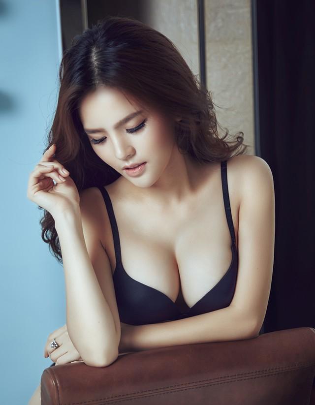 Ngực đẹp và quyến rũ của Trang Phi sau khi nâng ngực nội soi