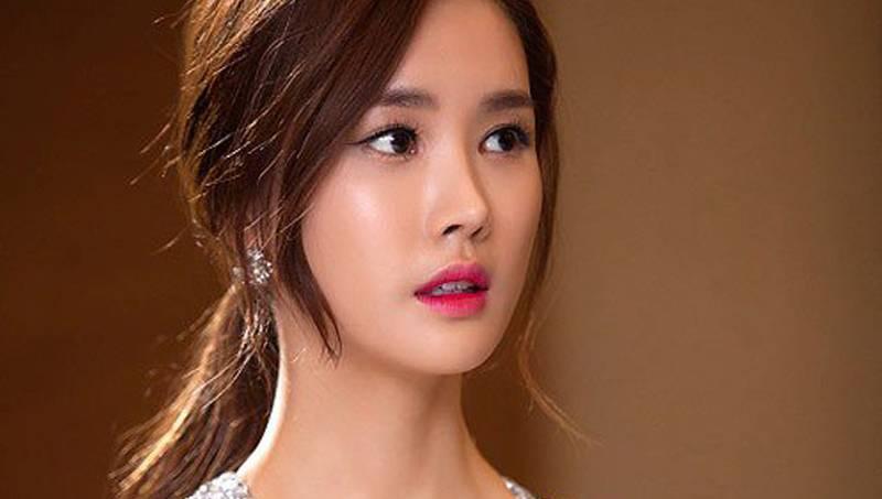 Lee Da Hae phẫu thuật thẩm mỹ