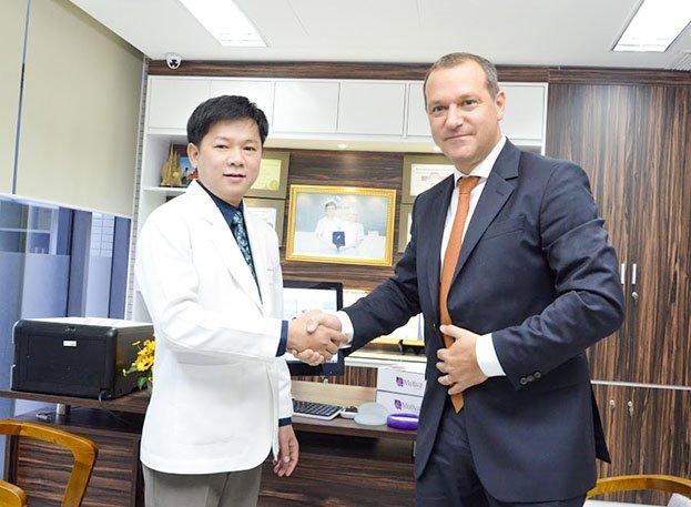 Vì sao nên nâng ngực nội soi tại bệnh viện thẩm mỹ JW Hàn Quốc?_1