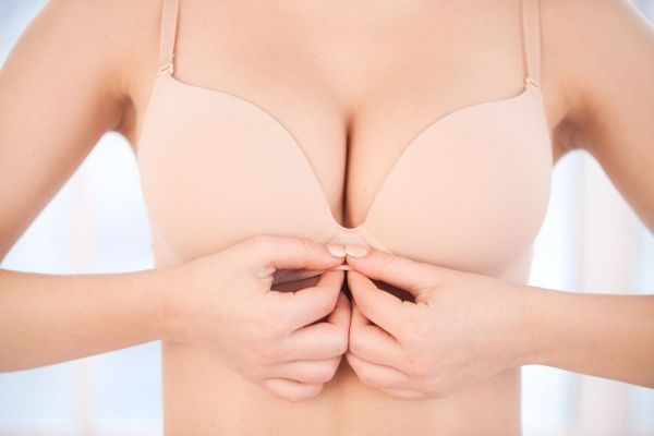 Nâng ngực xệ bằng treo tuyến có an toàn không?